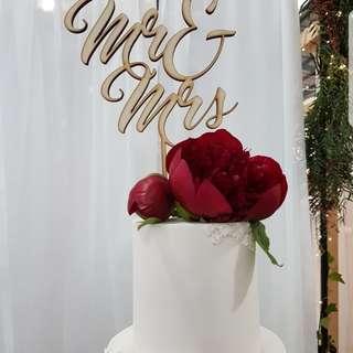 """""""Mr & Mrs"""" Cake Topper"""