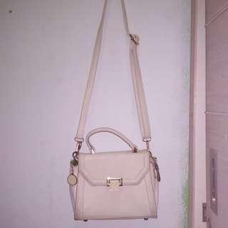 tas kecil putih