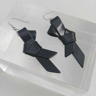 Evita Peroni黑色吊結耳環