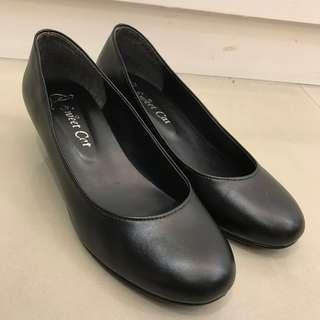 小坡跟 黑色霧面圓頭低跟包鞋 24號