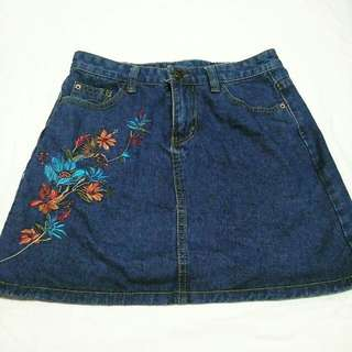 Denim skirt (embroidered design)