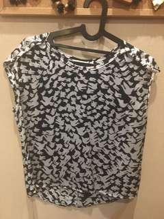 Top hitam putih, motif print burung