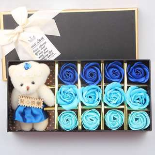 Instock 🌹IDEAL GIFT FOR SPECIAL DAY/BIRTHDAY/ANNIVERSARY🌹 12 stalks of handmade scented roses 🌹+ a cutie bear* Do refer to real actual photos taken!