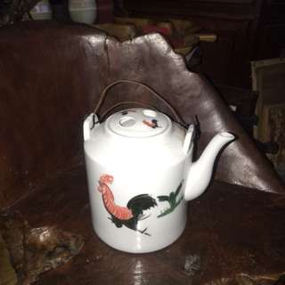 Vintage porcelain tea pot