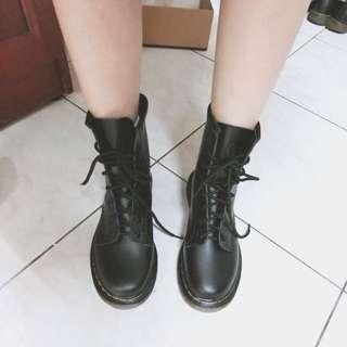 🚚 超新8孔馬丁短靴(24碼)