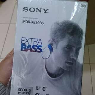 Brand new sony extra bass Bluetooth in ear earpiece.