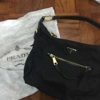 清櫃 Prada hang bag(authentic)