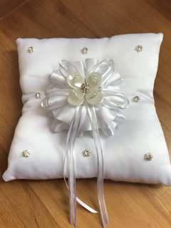 Simple and elegant Ring Pillow