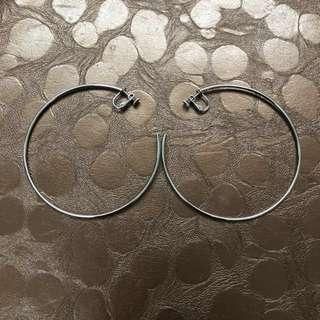 特價:銀色夾式耳環一體成型,非改式
