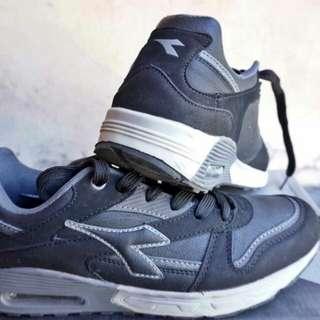 Sepatu Diadora. Bekas baik, likenew