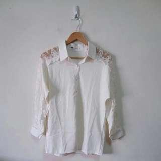 刺繡蕾絲純白上衣