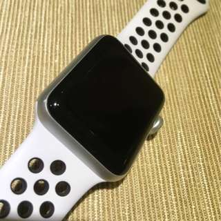 Apple Watch Series 3 Nike+ 純白金色配黑色