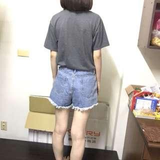淺色刺繡牛仔短褲💙