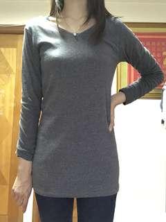 灰色打底衫