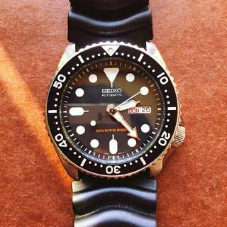 Seiko Automatic 200 meter Dive Watch Stainless steel made Case size 42mm The crown screws into the case 99%new No box  whatsapp 60999080