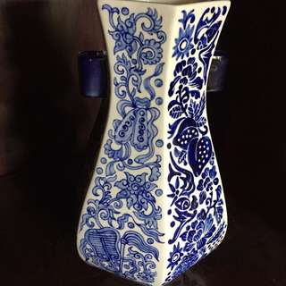 Broad heavy blue/white Vase