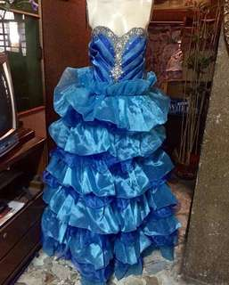 REPRICED 1k RENT GOWN