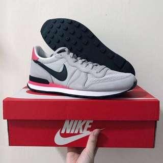 BNIB Nike authentic internationalist sneakers