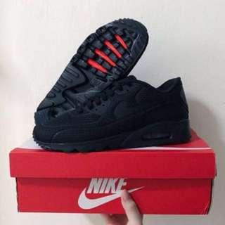 BNIB Nike authentic air max 90 ultra br sneakers