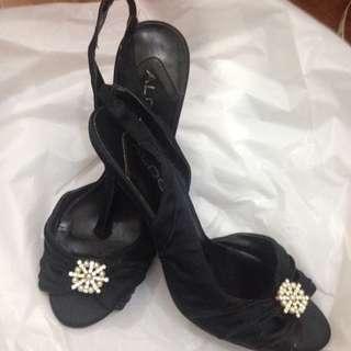 Preowned Aldo Satin embellished Heels