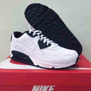 BNIB Nike authentic air max 90 essential sneakers