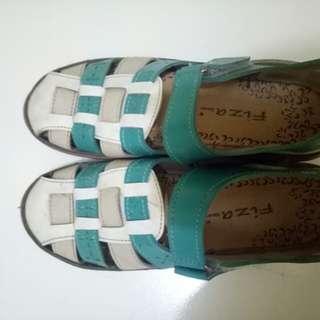 Sepatu baru 3x pakai size : 39-40