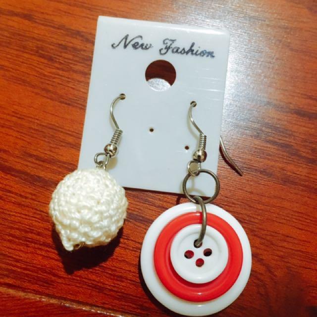 鈕扣、毛線球耳環
