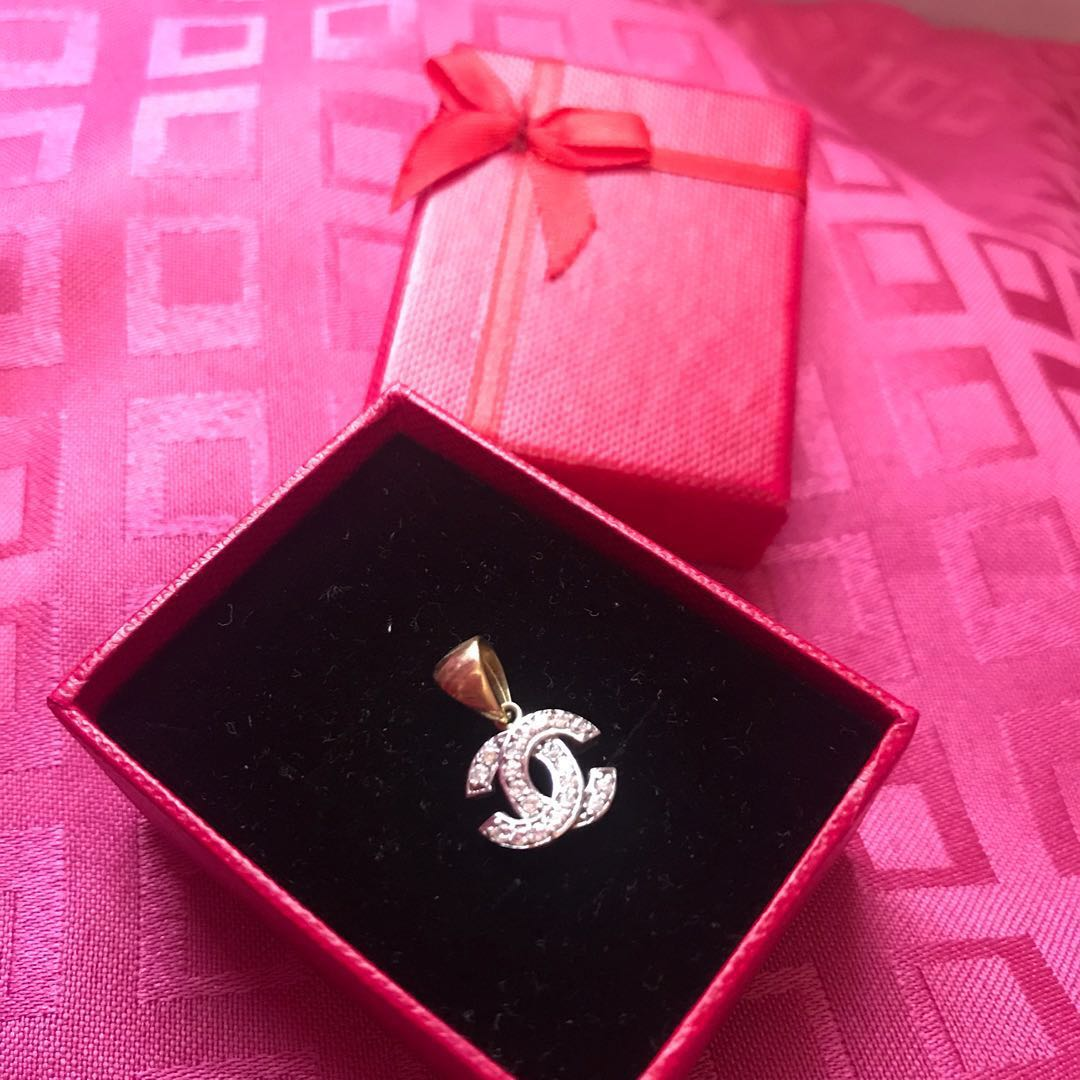 Chanel-inspired pendant, Preloved Women\'s Fashion, Jewelry on Carousell