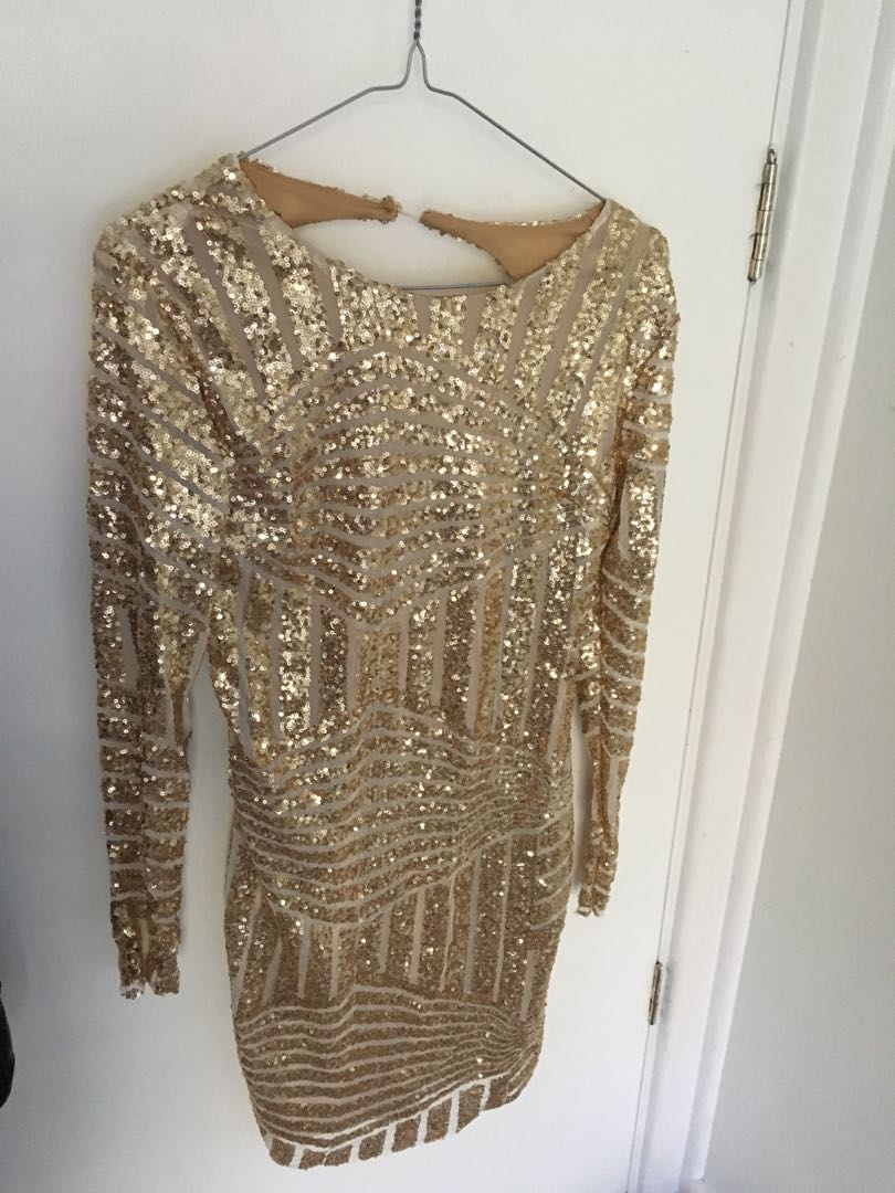Good sequinned long sleeve low back dress
