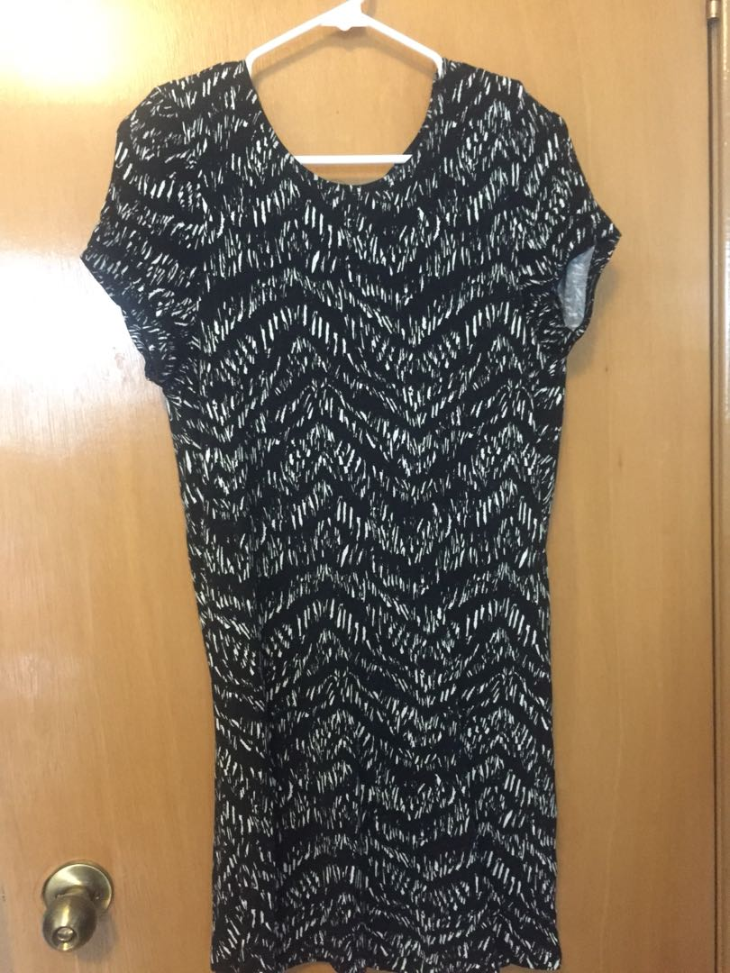 H&M black and white print open back dress