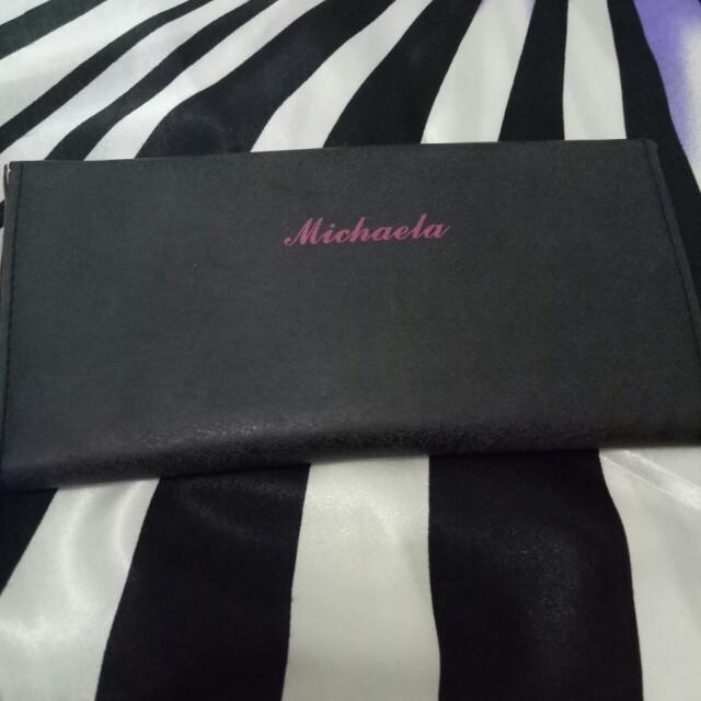 Mikaela wallet