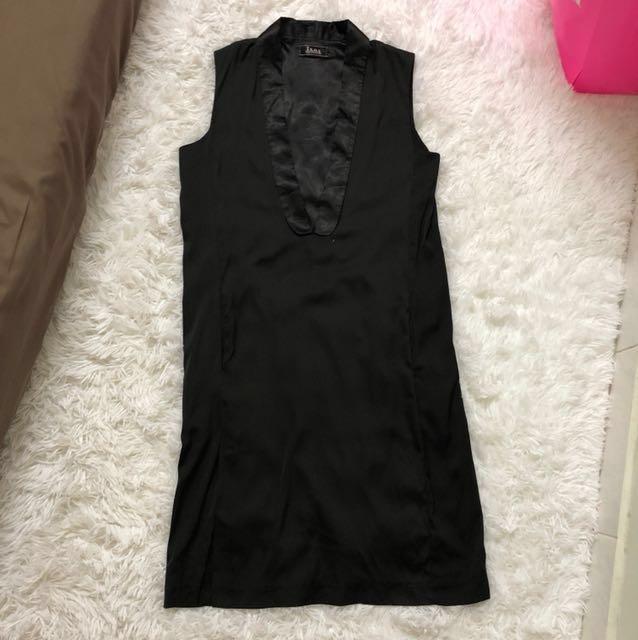 [PL] ISOS Deep V Cut Sleeveless Dress