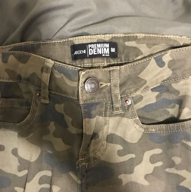 Size 0 Ardens camouflage jean