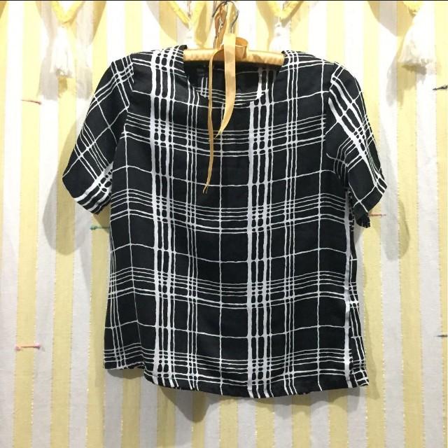 Strip black and white blouse