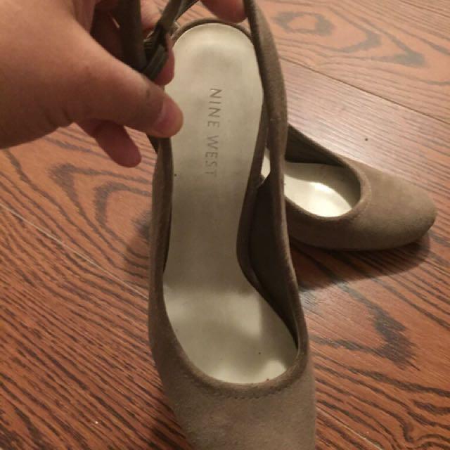 Suede grey heels. sz 6