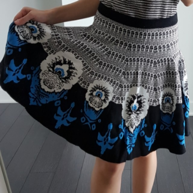 Thick knit skirt by Carmen Marc Valvo size S