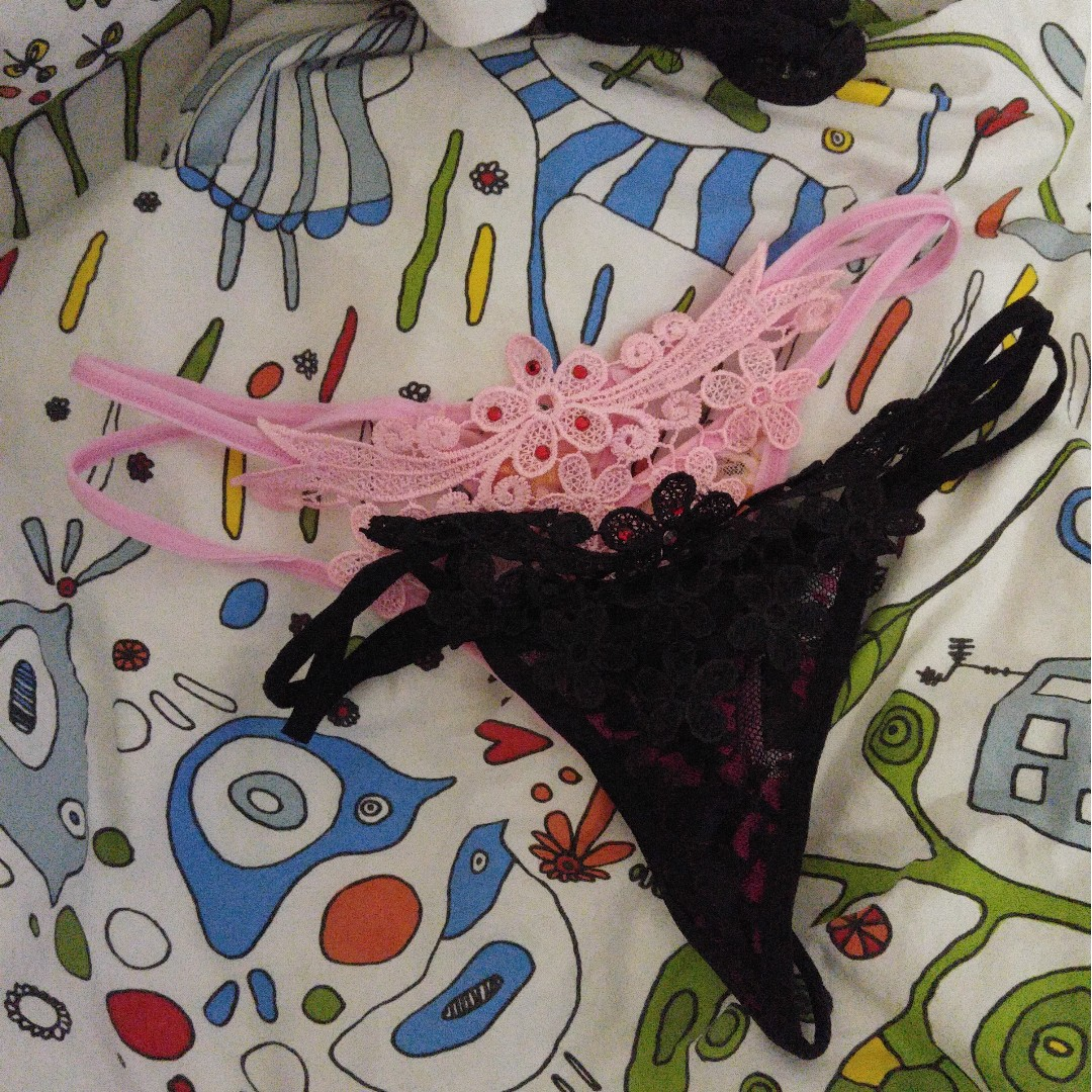 Thongs with lace and flower deco