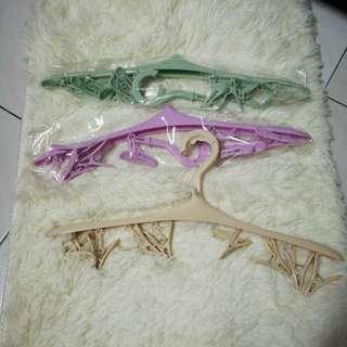 8 Clips Hanger
