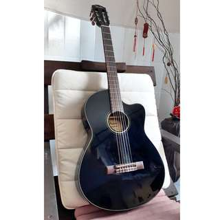FENDER CLASSICAL GUITAR