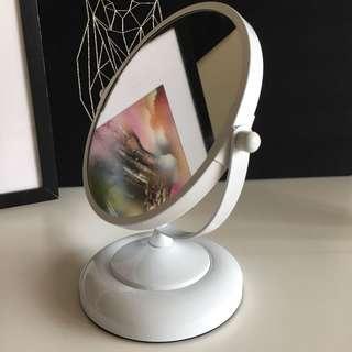 White desk mirror