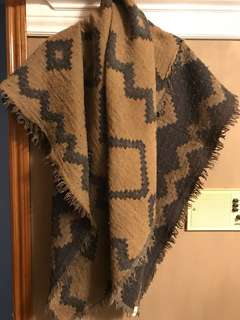 Aritzia (Wilfred) blanket scarf