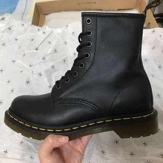 Dr. Martens 1460 八孔(全新)