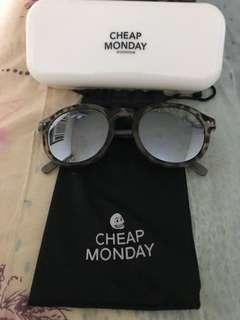 Cheap Monday型格太陽眼鏡 有盒有塵袋
