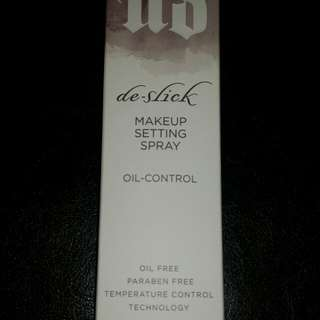 Urban Decay De-slick Makeup Setting Spray (full size)