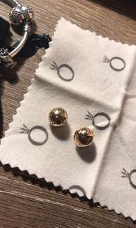 Rose gold clip for 25 each      Retail price 65 each