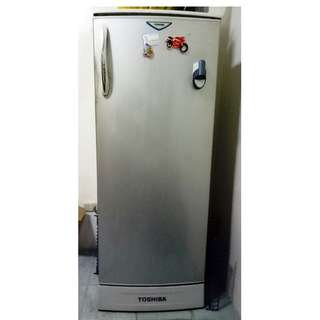 Toshiba Refigerator w/ Outside Cold Water Dispenser