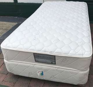 Excellent white King Single bed set. Delivery option available