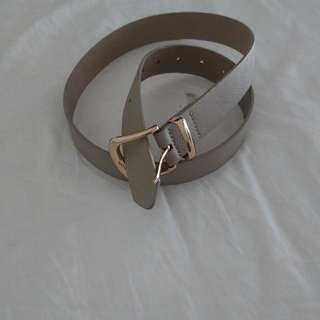 Beige belt with gold buckle
