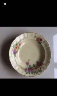 Old collectible flora  plate🌸🌺🌹🌷