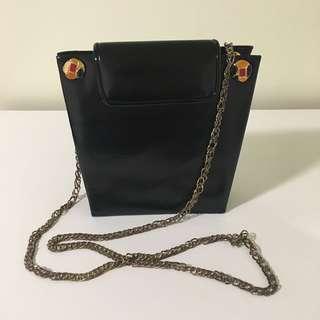 Vintage style crossbody bag